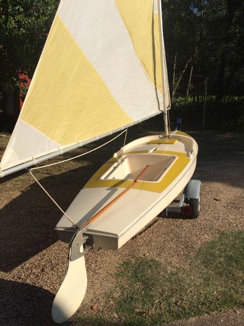 Dolphin Senior, 1968 sailboat
