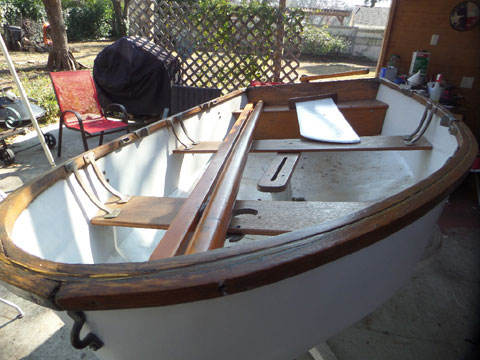 Dyer Dhow sailing dinghy sailboat
