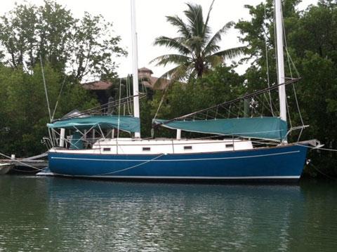 Freedom 33, 1980 sailboat