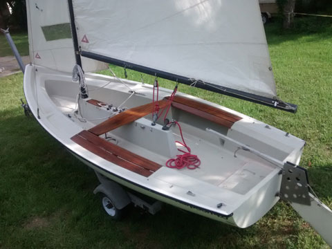 Boston Whaler Harpoon 4.6, 15 ft., 1981 sailboat