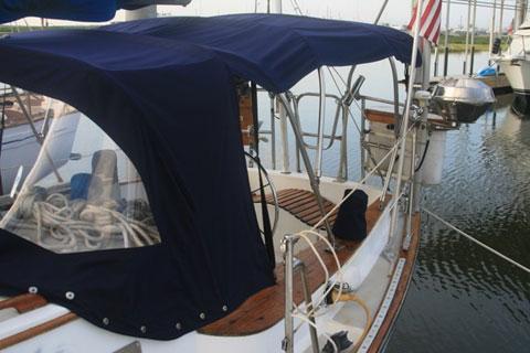Morgan 323, 1983 sailboat