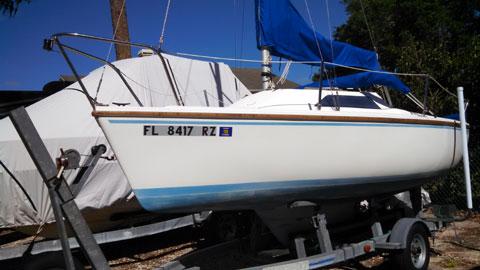 Catalina Capri 18, 1986 sailboat
