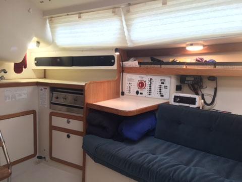 Catalina 270, 2006 sailboat