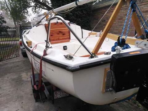 Hutchins Com-Pac 16, 1983 sailboat