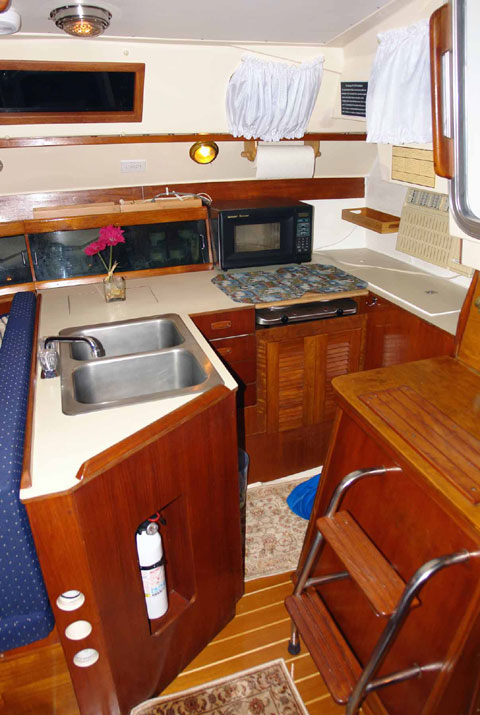 Hunter Escape Hatch, 34 ft., 1983 sailboat