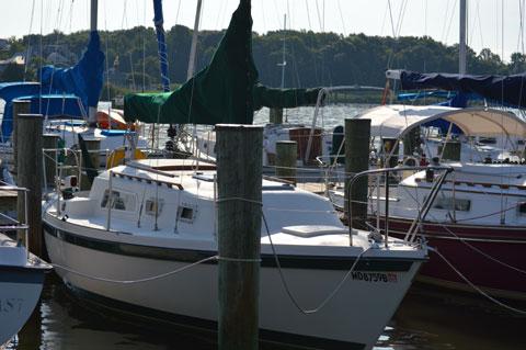 Helms sloop, 27 ft., 1982 sailboat