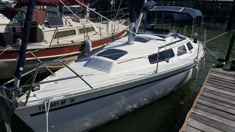 Hunter 28, 1989 sailboat
