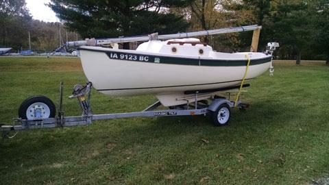 Hutchins Com-Pac 16 MK1, 1983 sailboat