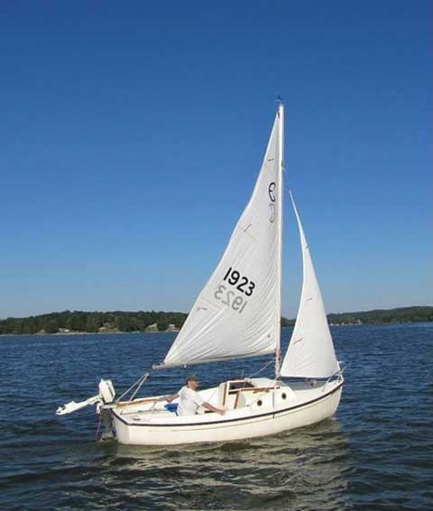Hutchins Com-Pac 16 MK1, 1983 sailboat