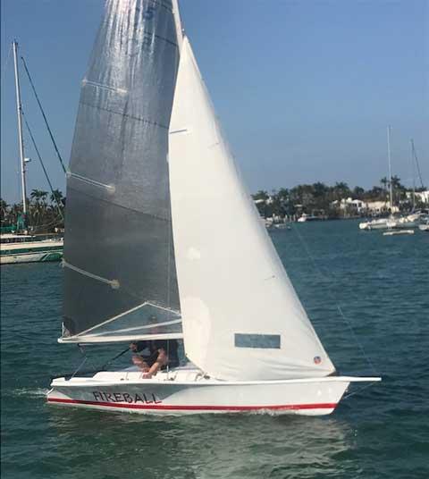 Henderson SR 17' sailboat