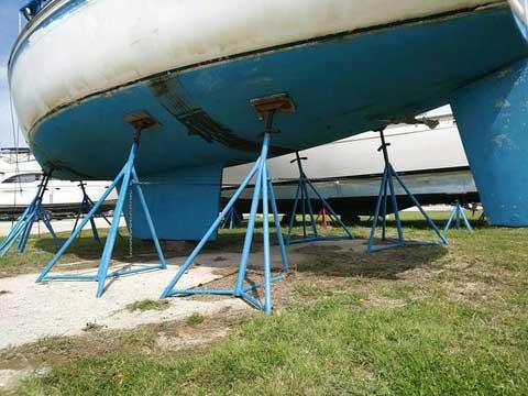 Laguna 30, 1983 - 87 sailboat