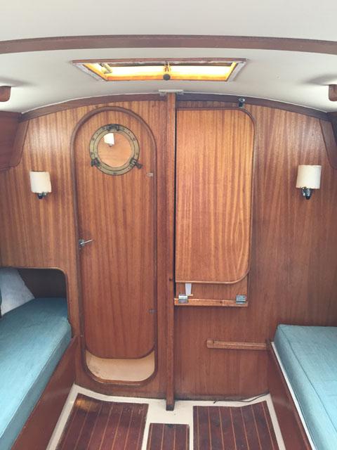 Lippincott 30', 1983 sailboat