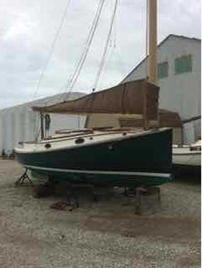 Marshall 22 Catboat, 1982 sailboat