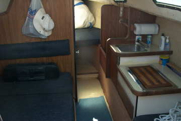 1978 Bayliner Buccaneer B-250 sailboat, cabin