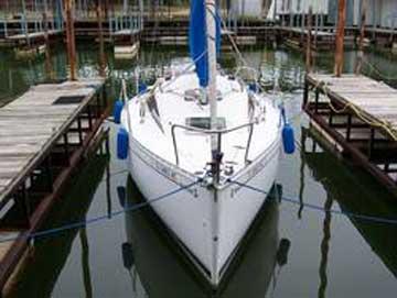 1989 Beneteau 235 sailboat