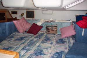 Catalina 400, large berth