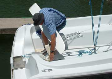 2003 Hunter 216, getting ready to stab the rudder