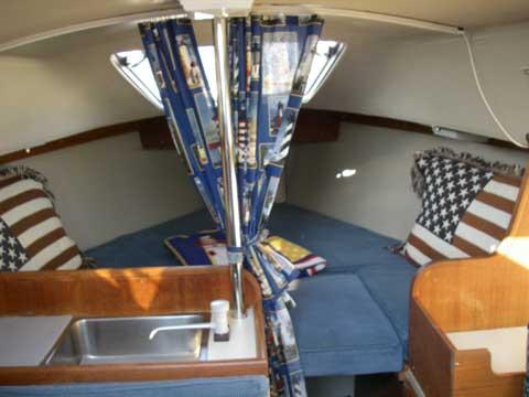 Catalina 22 sailing boat