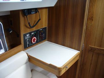 2006 Catalina 309, navigation table