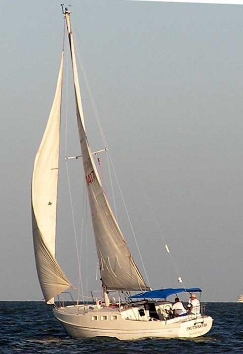 Islander 33